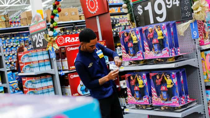 Holiday sales climb 4.1%, retail industry trade group says, on the higher end of estimates