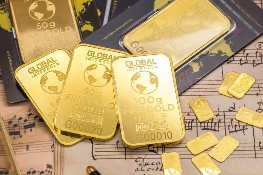 Gold prices hit new record of $1,944 per ounce, replacing previous 2011 record